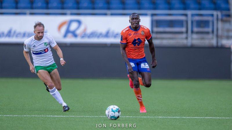 Mamadou DIaw scoret for AaFK 2, slik han også gjorde i forrige serierunde . Foto: Jon Forberg