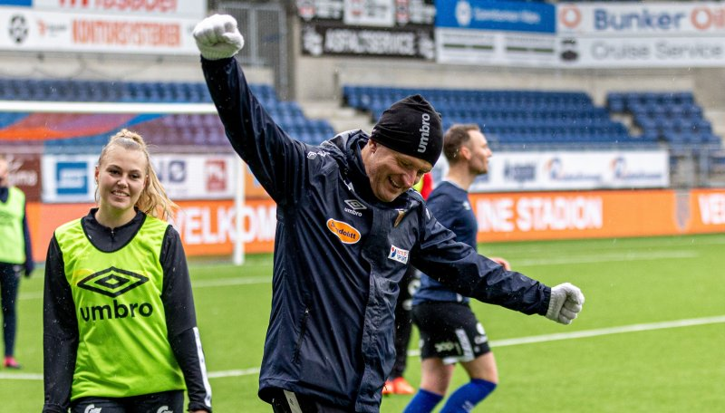 Lars Arne Nilsen jubler etter scoring. Foto: Jon Forberg